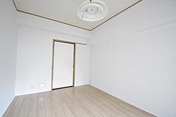 ドルフ千代田の洋室