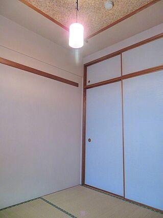 和室の天井は飾...