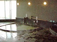 温泉大浴場です。日本三大古泉、伊豆山の名湯をお楽しみいただけます。