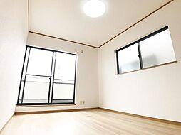 フルリノベーション済、クロス・床など新しくきれいな内装。