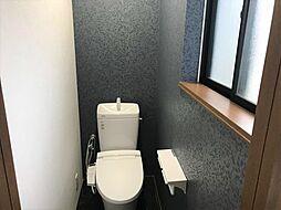 最新式のトイレを採用しています。2階にもあるので忙しい朝も安心ですね