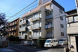 西武新宿線の南側に建つ可愛いマンションです。