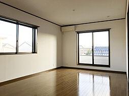 「洋室:2階東側(1)」約10帖の洋室は主寝室として使いやすいお部屋です。