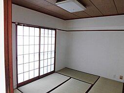 6帖の和室は南向きで明るく、お子様が小さい間は家族の寝室としても利用できます。