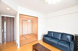 客間やお子さんのキッズルームとしてリビングと一体で使いやすい和室です
