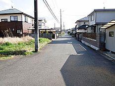 北西側接道は幅員約6mございます。