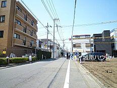 南側前面道路含む現地外観:平成30年3月31日撮影