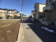 前面道路は車通りも少ないので車の出し入れもしやすいですね。