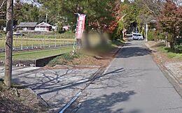 神社への道路 途中で左折してすぐのところです