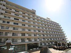 熱海駅徒歩5分にそびえる大型リゾートマンション