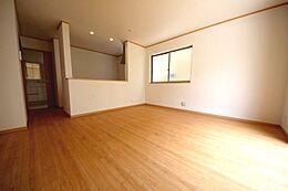 隣接する和室を合わせると19帖超の大空間