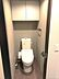 トイレには収納扉が付いていますので小物もスッキリと片付けることができます。