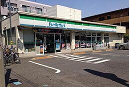 ファミリーマート三園一丁目店 580m