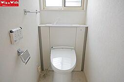 トイレには快適な温水洗浄便座付き