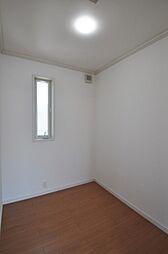 主寝室にある書斎スペースです。