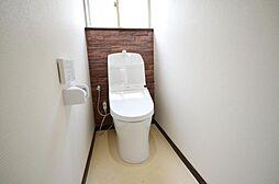 トイレトイレは新品交換、壁・天井はクロス張替え、床はCF張替えを行いました。