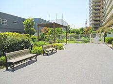 オートロックないの広場。