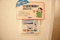 アプライズ西長堀の浴室乾燥機あり。雨等で外に干しにくいものも乾かせます。