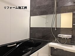 月々4647円(総額1626000円、金利1.075%35年)のリフォームで新品のバスルームに。「キレイ浴槽」は汚れが付きにくい人工大理石です。(参考)