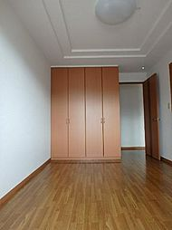 ドルフIIの室内