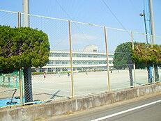 泉中学校まで徒歩12分