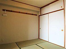 6畳の和室は未だ畳の香りに包まれております。お客様の寝室としてご利用ください。