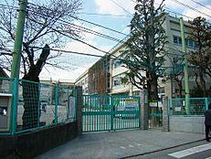 小学校高井戸第三小学校 まで1086m