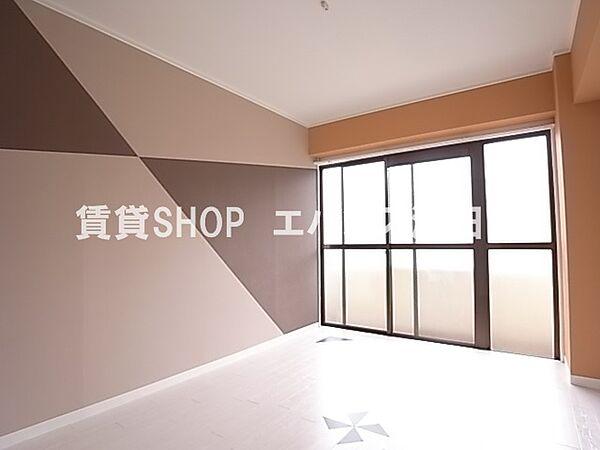 千葉県船橋市前原西6丁目の賃貸マンションの広々とした洋室です