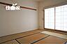 少しくつろいだり、横になりたい時に癒してくれる和室です。南からの日当たりも良好です。,3SLDK,面積81.04m2,価格2,200万円,近鉄けいはんな線 吉田駅 徒歩3分,,大阪府東大阪市水走2丁目16-45