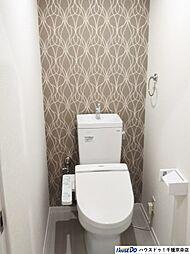 お洒落なトイレで落ち着ける個室になっています