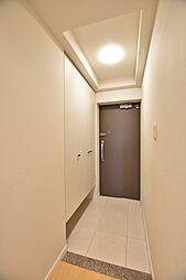 フロート型(吊り型)のシューズボックスで、玄関周りがスッキリ片付きます