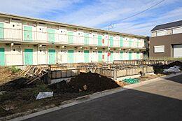 バス停徒歩1分 小中学校近く 2沿線利用可能 第1種中高層住居専用地域