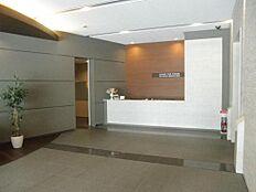 1階のコンシェルジュカウンター、24時間安心管理