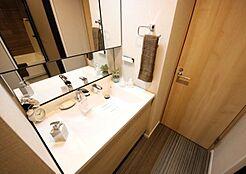 デザイン性のある洗面台で毎日の身支度もはかどります。