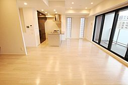 明るく清潔感のある内装です。ゆとりある広さのリビングで家族のだんらんをお楽しみ下さい。