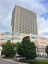 外観(駅前のシンボルタワー)