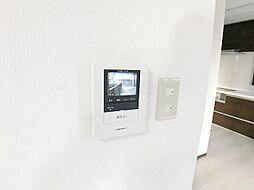 訪問者が一目で分かるTVモニター付インターホンです。