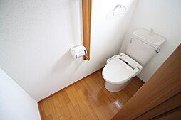 トイレ1F 2Fにトイレがあります。 洗浄便座つき お問い合わせ  ハウスドゥ岩倉師勝店  TEL:0120-051-778