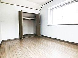 3階の洋室も6帖あり、2面採光です