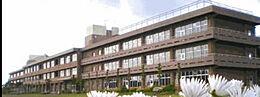 阿見町立阿見第一小学校まで1163m、お子さまを育む学校が身近にあります。お子さまの通学も安心です