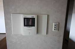 システムキッチン・カウンターキッチン・オートロックシステム・エレベーター・都市ガス・上下水道・室内洗濯機置場あり。