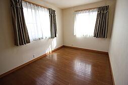2階6.5帖洋室収納が備わった使勝手の良い居室です。
