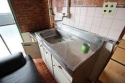 シンクにはまな板を置いたり調理時に嬉しいスペースがあります