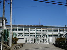 青梅市立第二中学校 徒歩 約10分(約737m)