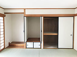 客間に便利な1F6帖和室。収納も豊富で綺麗にお使い頂けます。(2)