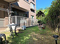 50平米超の広々とした専用庭。BBQやガーデニング、家庭菜園などを楽しめます。