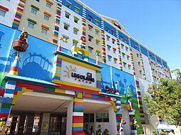 レゴランドジャパン2歳から12歳のお子様とそのご家族が乗り物に乗ったりレゴモデルに触れて創作できる体験型テーマパーク。大型駐車場あり 徒歩 約92分(約7300m)