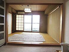 和室 南向きで明るいです。