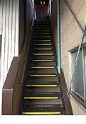 2階への住居階段