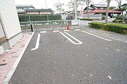 JURI IIIの駐車スペースもあります
